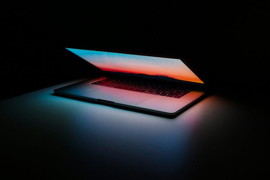 Datorer går att använda längre än vi tror dock kan det blir så att de inte går att uppdatera eller att batteriet blir föråldrat och att vi därför tvingas köpa nytt.
