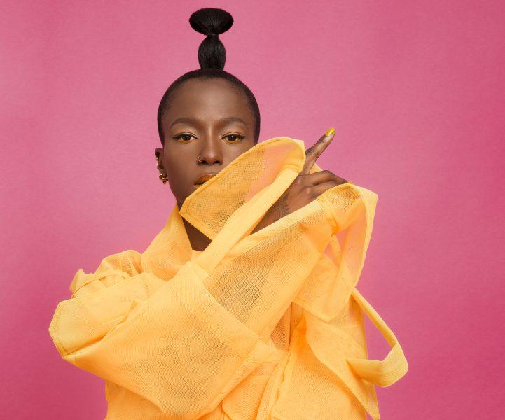 Selam Fessahaye som är stylist och kostymdesigner och som bland annat har skapat kreationen på bilden till Sabina Ddumba är en av de som lyfts på fram på nystartade Afripedia.