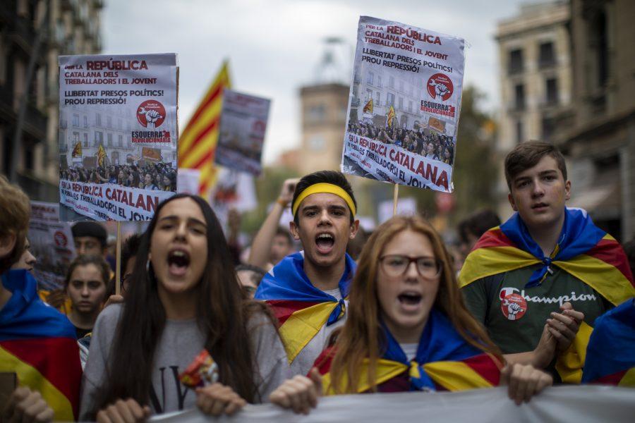 Studenter demonstrerar i Barcelona i Spanien den 31 oktober.