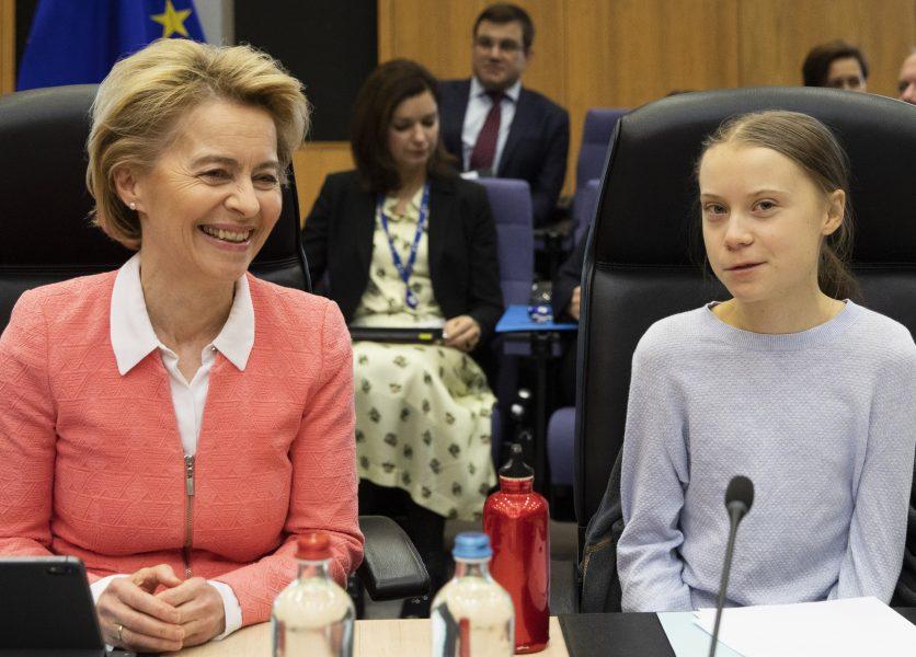 EU-kommissionens ordförande Ursula von der Leyen tillsammans med svenska klimataktivisten Greta Thunberg vid onsdagens kommissionsmöte i Bryssel.