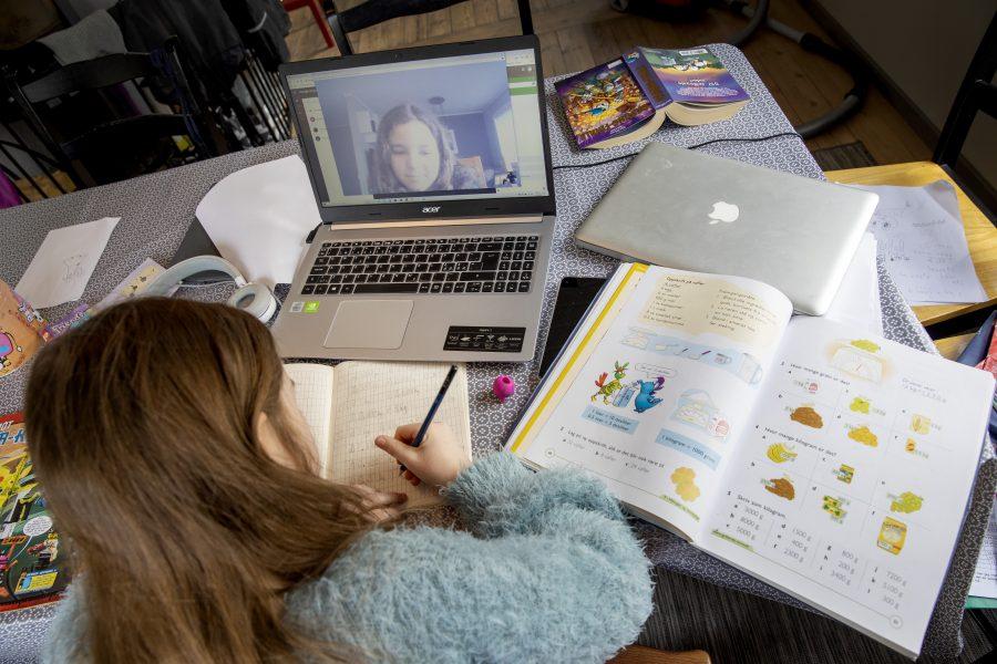 Det pågående coronautbrottet visar att det blir en överbelastning på nätet när allt fler arbetar hemifrån och använder digitala verktyg, till exempel i skolundervisning.