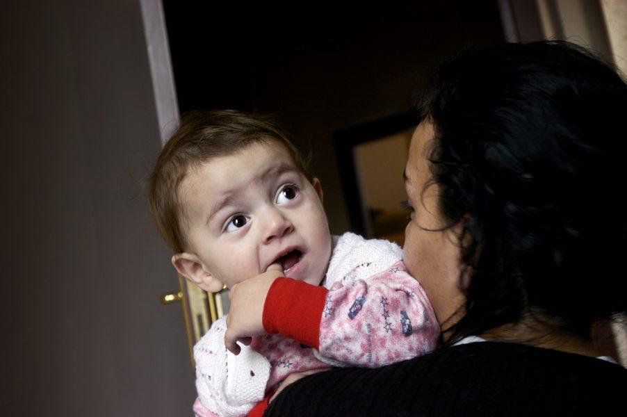 1800 barn befinner sig varje år på skyddat boende, men det är också många som nekas plats.