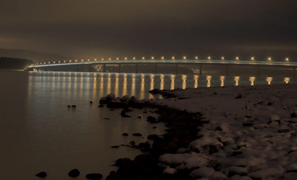 Bron över sjön Mjøsa har idag två körfält.