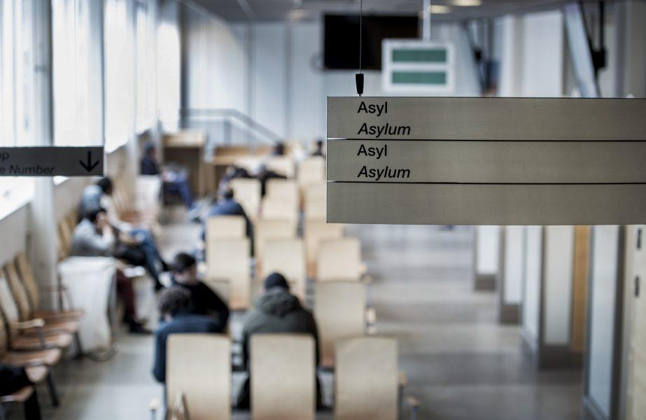 Tolv kyrkoledare uppmanar politikerna i Sveriges riksdag att utgå från medmänsklighet och humanistiska värderingar i utformningen av en ny migrationslagstiftning.