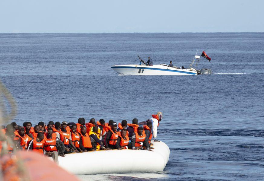 Fartyget Alan Kurdi under en tidigare räddningsaktion utanför den libyska kusten.