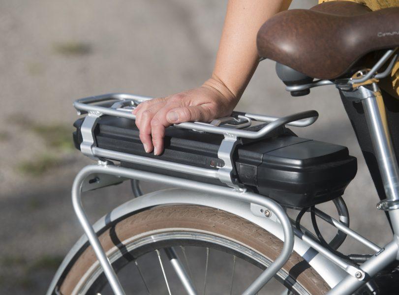 Kommunen vill att borlängeborna ska resa mer hållbart och lånar ut elcyklar gratis under en månad.