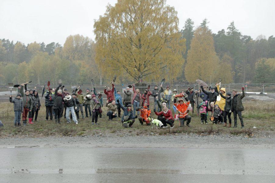 Första spadtaget för byggemenskapen Gården i södra Uppsala,en av byggemenskaperna som deltar i Divercity som testbäddar.