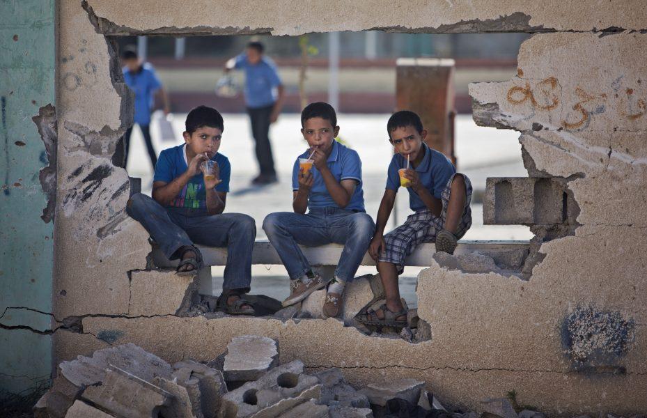 Majoriteten av de palestinska barn som fängslas av israeliska styrkor blir bortförda från sina hem nattetid och bakbundna med ögonbindel.
