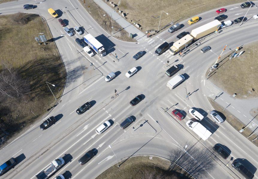 Länsstyrelserna tycker att Trafikverket gör för lite för att minska bilismen och att de borde lägga mer fokus på att Sverige ska nå klimatmålen.