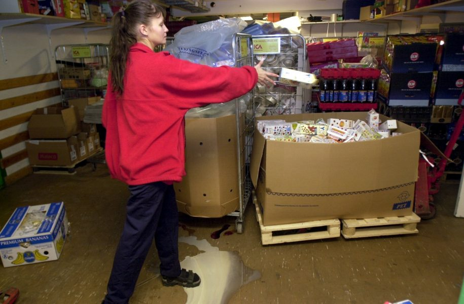 Deltagarna i jobbsatsningen i Göteborg ska bland annat få prova på lager- och butiksarbete.