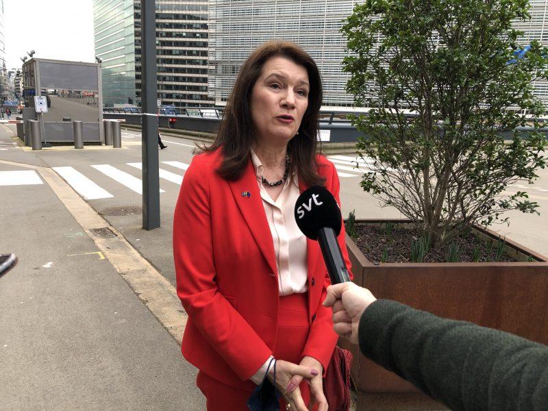 Utrikesminister Ann Linde träffar svenska journalister efter måndagens ministermöte i Bryssel.