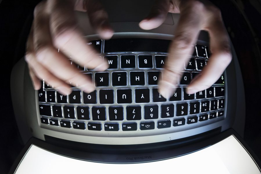 """I Internetstiftelsens årliga undersökning """"Svenskarna och internet"""" var det fler som uppgav att de blivit utsatta för näthat eller kränkningar på internet 2020 än tidigare."""