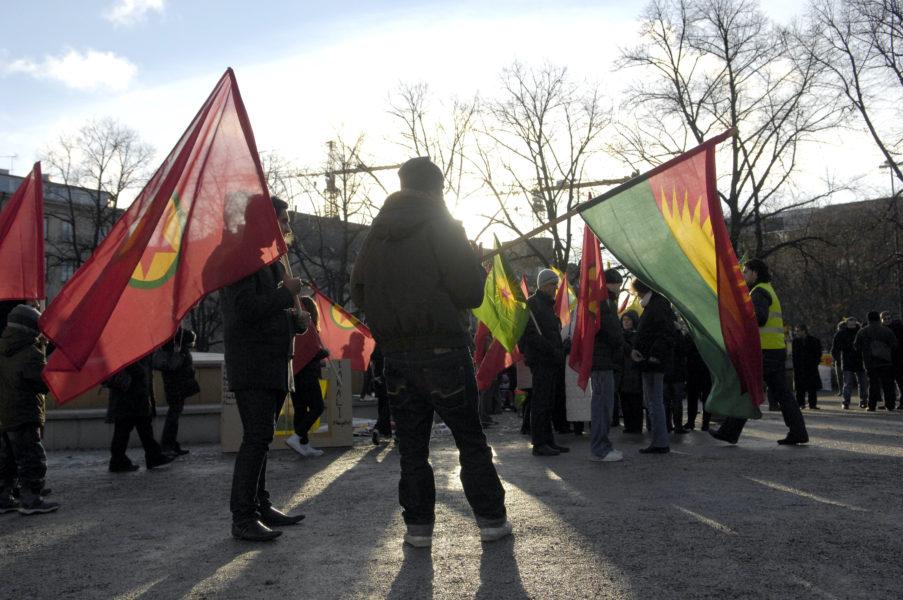 En demonstration för kurders rättigheter på Norra Bantorget i Stockholm.