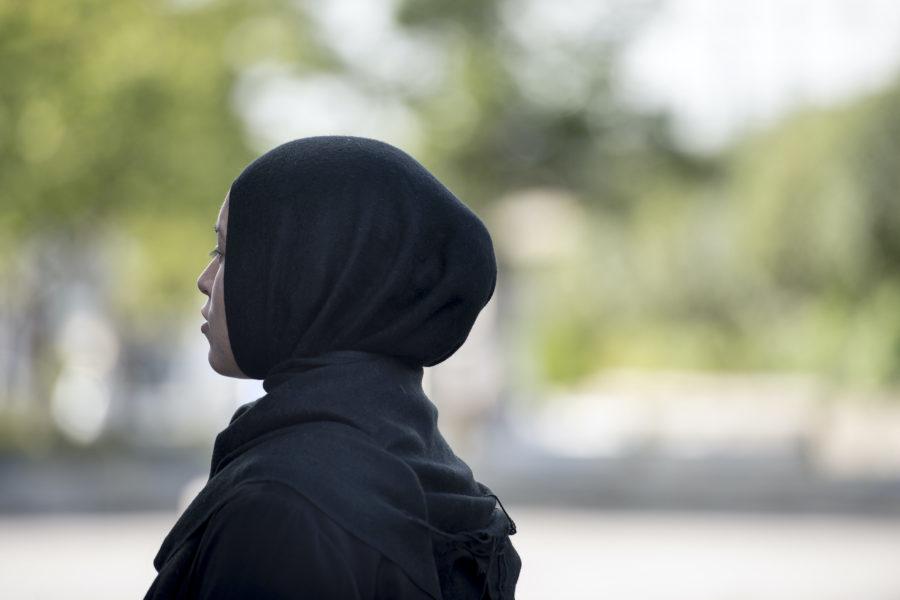 En ny lag i Frankrike förbjuder barn under 18 år att bära slöja.