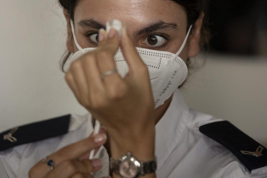 Låt alla länder få vaccinera åtminstone tio procent av befolkningen innan de rika får fler doser, manar WHO.