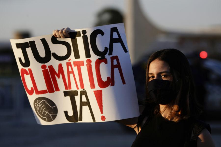 En demonstration för klimaträttvisa utanför presidentpalatset i Brasiliens huvudstad förra året.