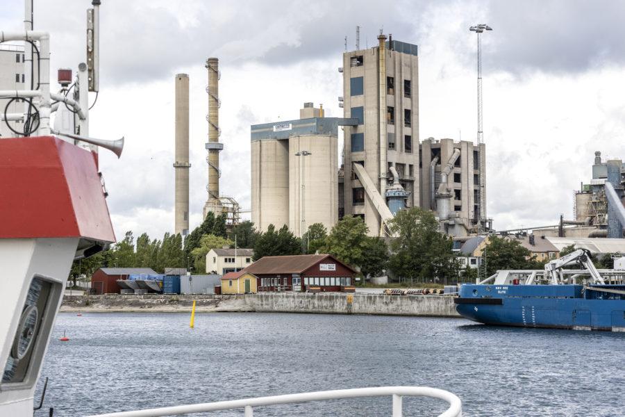 LokalpolitikernWolgang Brunner (MP) vill se en satsning på exempelvis solenergi, vindkraft och biokol i Slite istället för cement.