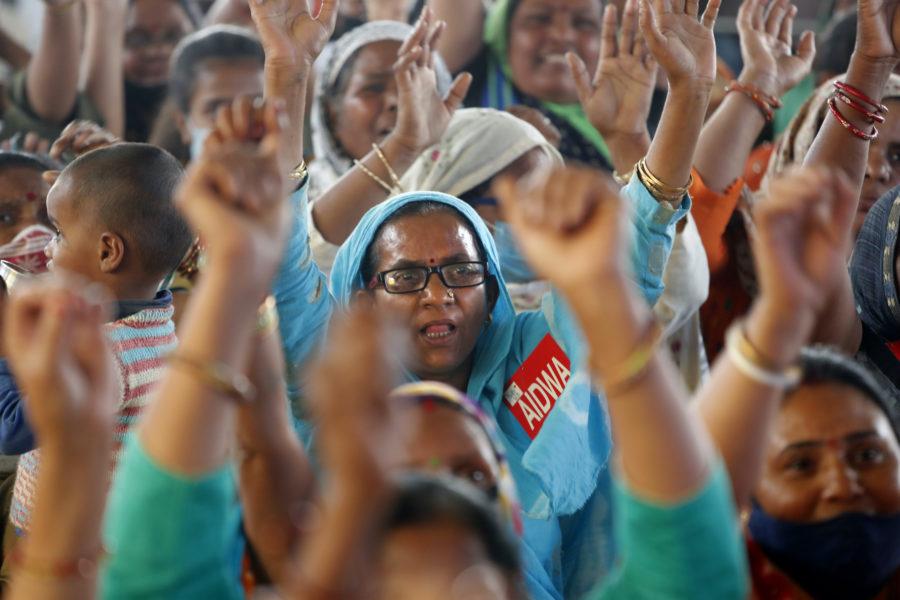 Tusentals kvinnor i Indien demonstrerade på Internationella kvinnodagen mot regeringens nya jordbrukslagar.