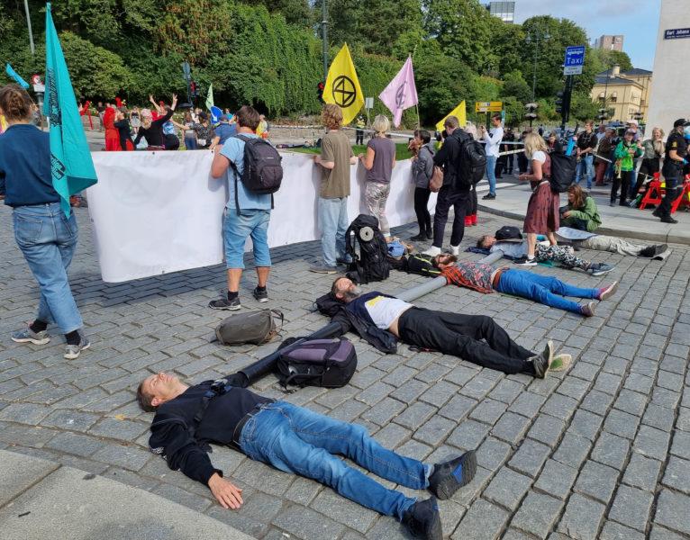 Martin Smedjeback, längst fram, och andra aktivister deltar i en blockad under aktionsveckan i Oslo i augusti.